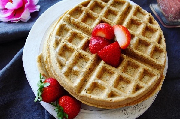 GLUTEN-FREE STRAWBERRY WAFFLES