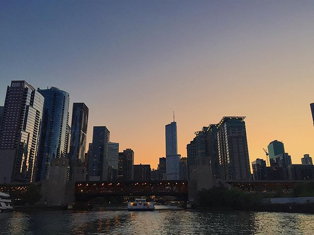 Sunset urban boat rides #chicago #sunset #summer #chi #skyline #boat #boatride #dusk #navypier