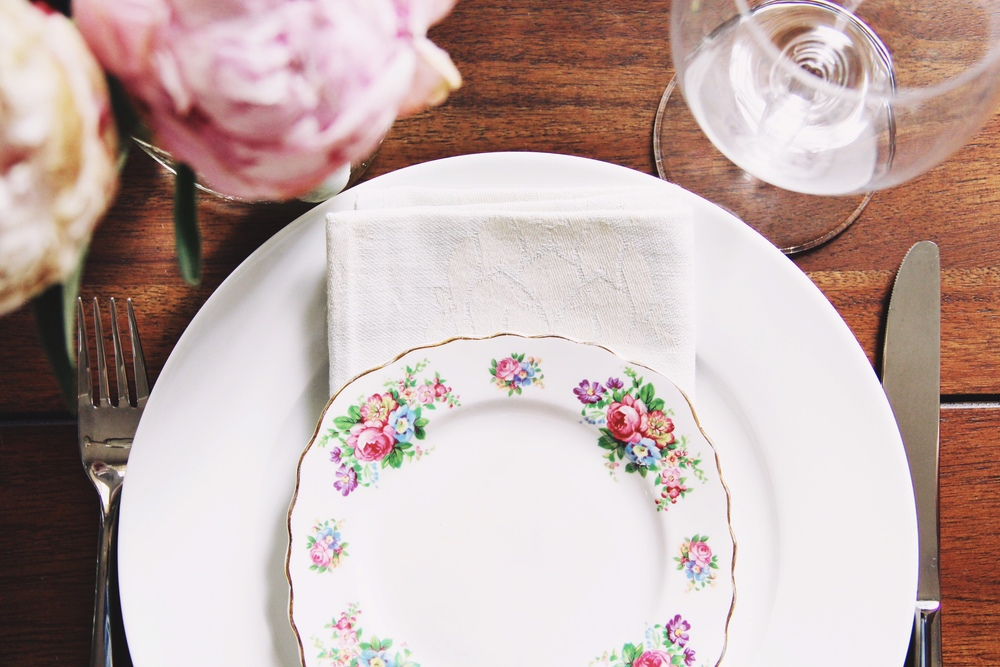 French farm tablescape for brunch - The Pastiche