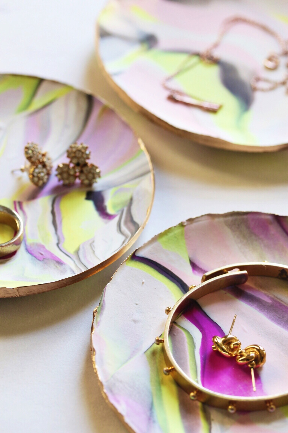 DIY marbled clay jewelry dishes - The Pastiche