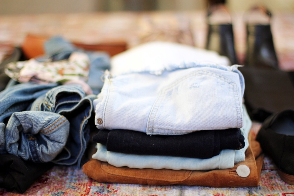How to pack light for a long weekend trip - The Pastiche