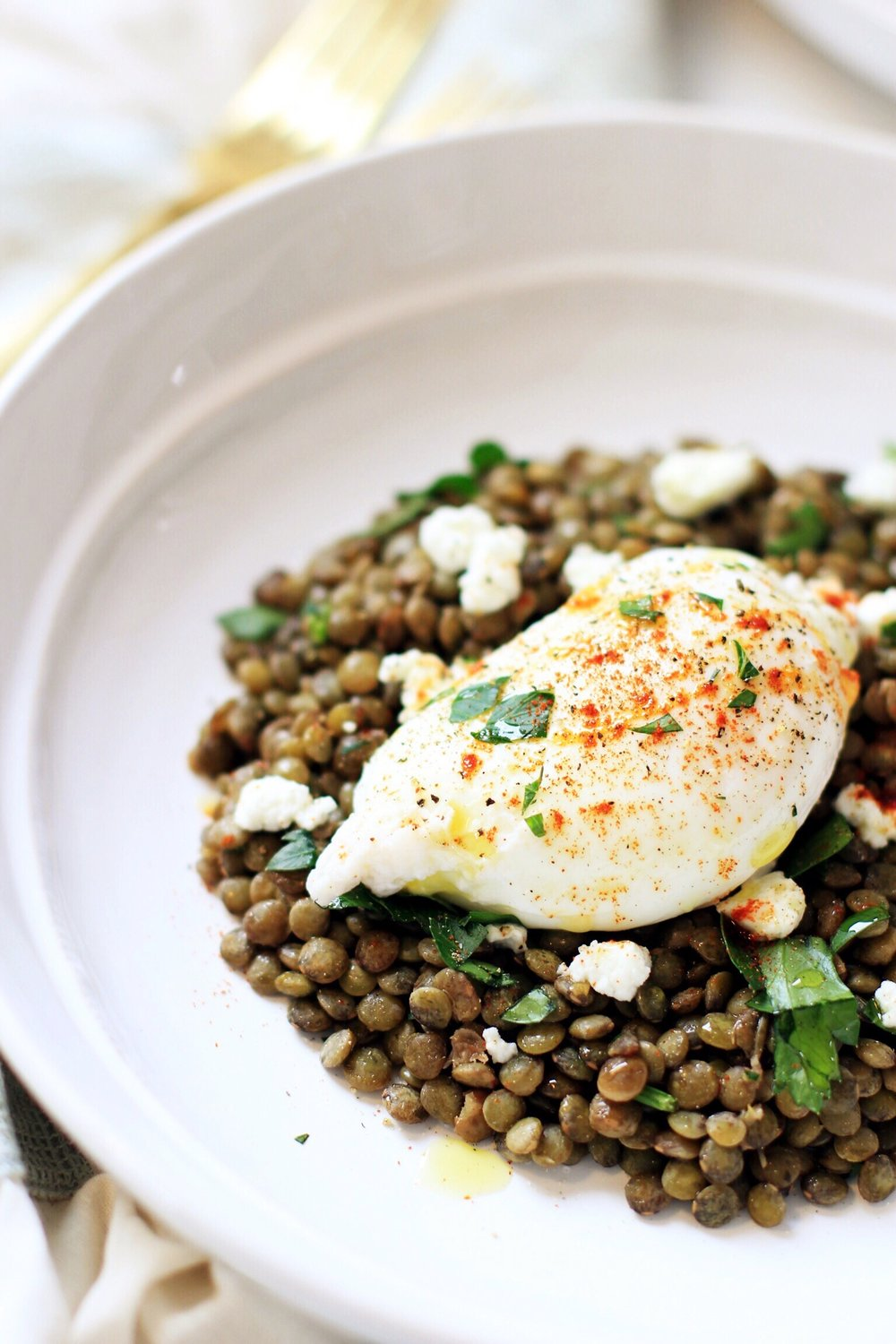 French lentils with lemon vinaigrette, feta, and poached egg - The Pastiche