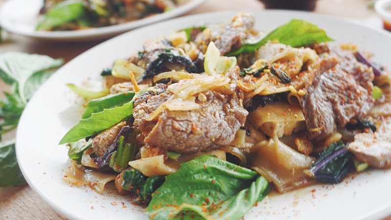 Love me tender grass-fed flank steak drunken noodles!