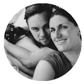 Anne & Björn Süllein - Anne & Björn sind Hochzeitsfotografen aus der Nähe von Hamburg. Ihre gemeinsame Geschichte begann 2011 mit einer großen Reise um die halbe Welt. Seitdem haben sie es geschafft, jedes Jahr aufs Neue auf ihre Altersvorsorge zu pfeifen und lieber in Flugtickets zu investieren. Ihre Reisen bestreiten sie am liebsten mit Rucksack und jeder Menge Abenteurerspirit und wagen sich immer wieder in Regionen, wo sie fremde Kulturen und unberührte Landschaften hautnah erleben können.www.anneundbjoern.com