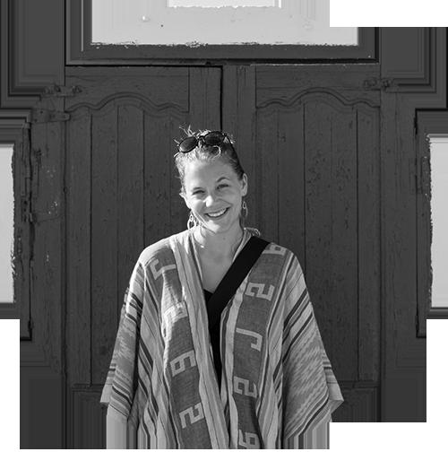 MARIANNE DREWS - Marianne Drews ist Designerin, Fotografin und mit ganzem Herzen Träumerin. Nach ihrem Kommunikationsdesign-Studium in Münster arbeitete sie ein Jahr in einer Design-Agentur. 2017 will sie ganz dem Reisen und Welterkunden widmen. Egal, wo sie ist, macht sie sich auf die Suche nach den unscheinbaren Dingen, nach Eindrücken, die in ihr selbst etwas bewegen. Die Fotografie ist für sie ein Weg, die Welt und sich selbst kennenlernen und begreifen zu können.www.marianned.com