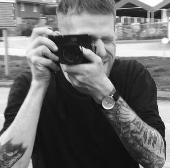 CHRISTIAN BENDEL - Christian Bendel der Freelance Fotograf aus Hamburg ist ein Optimist, ein Macher, ein Draußen-Mensch, ein Reisender und ein Abenteurer. Neben seiner Leidenschaft verschwitzte Musiker zu fotografieren, wirft er mehrfach im Jahr sein Hab und Gut in große Autos und bereist die Welt.www.christianbendel.com