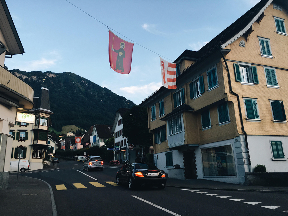 A short stroll from the village of Ennetbürgen will bring you here, Bouchs. They got the flags.