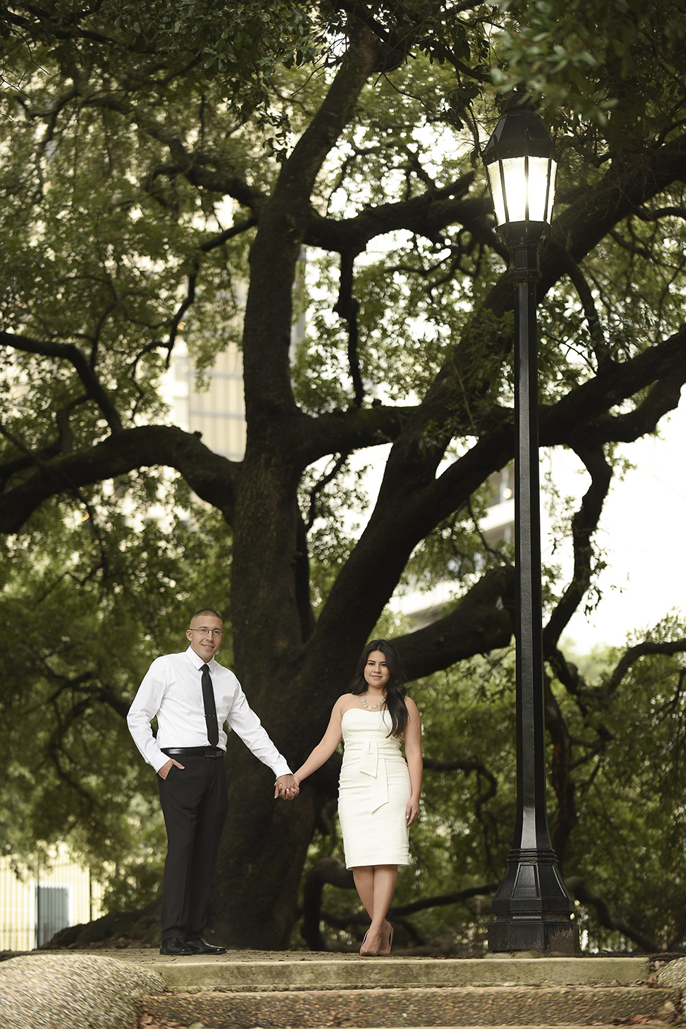 Sam-houston-park-engagement-romantic-downtown-lifestyle-modern-photographer