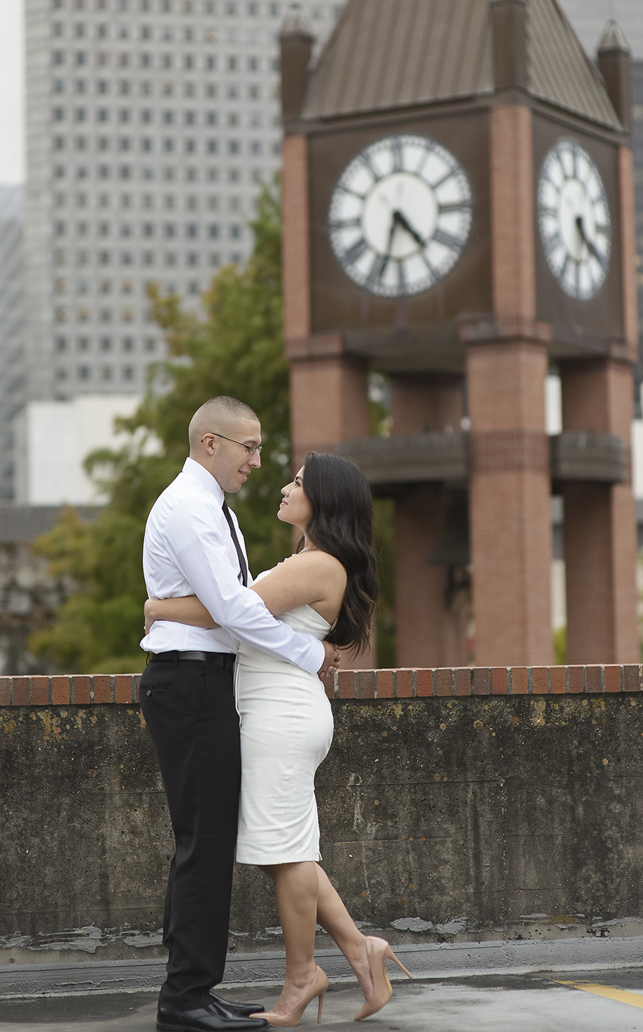 Marketsquare-engagement-romantic-downtown-lifestyle-modern-photographer-hotel-icon