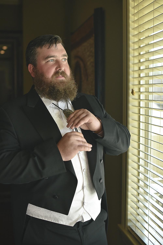 groom-tomball-moffitt-oaks-venue-portrait-wedding-photo