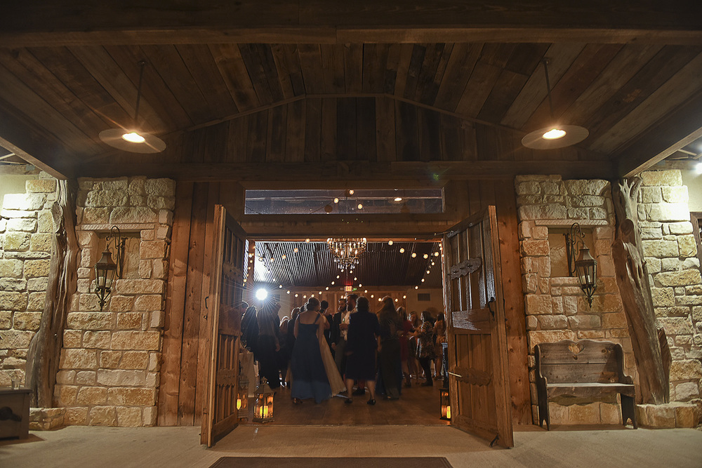 moffitt-oaks-houston-wedding-venue-barn-dance-floor-lighting