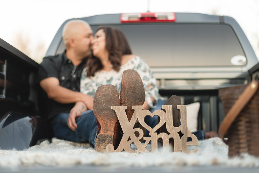 Roseberg-country-cowboy-lifestyle-engagement-photography