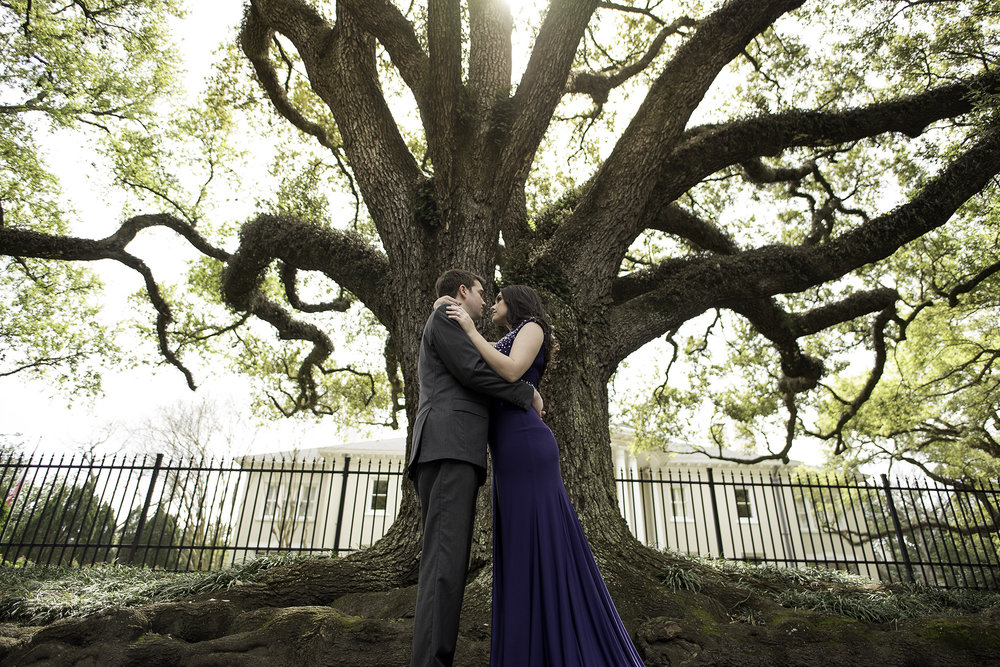 Houston-boulevard-oaks-classy-couple-lifestyle-engagement-photo