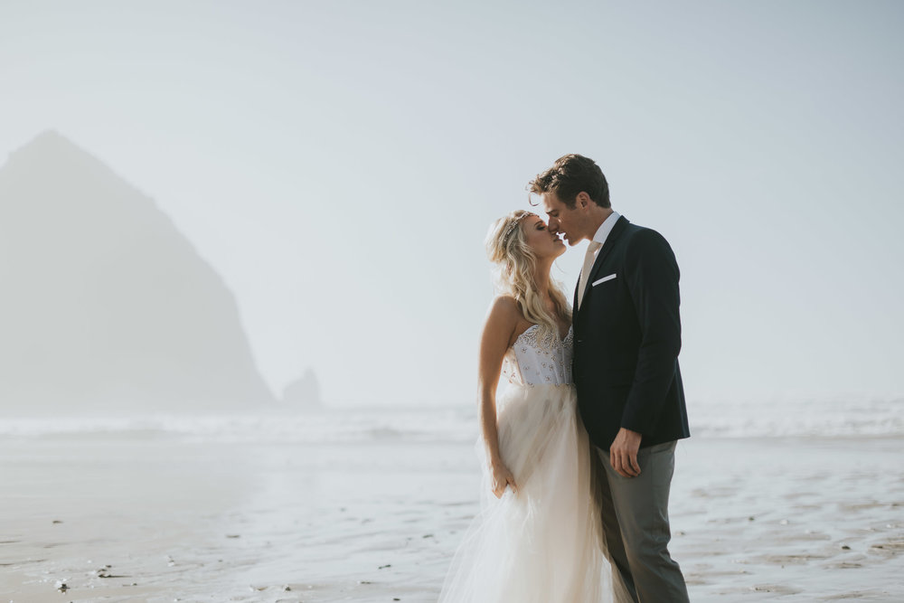Cannon-Beach-Oregon-Adventure-elopement-engagement-photographer-haystack-rock-11
