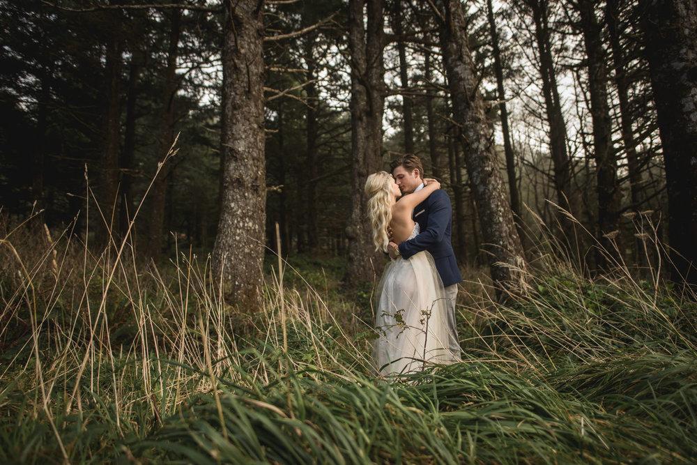 Cannon-Beach-Oregon-Adventure-elopement-engagement-photographer-