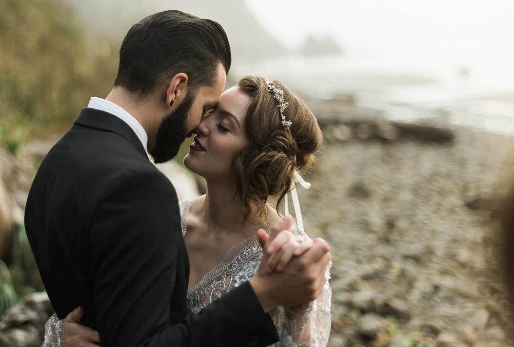 Hug-point-oregon-elopement-engagement-beach-photographer-3
