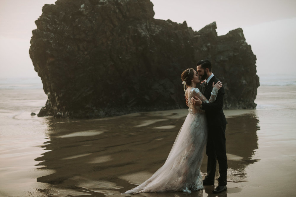Hug-point-oregon-elopement-engagement-beach-photographer-