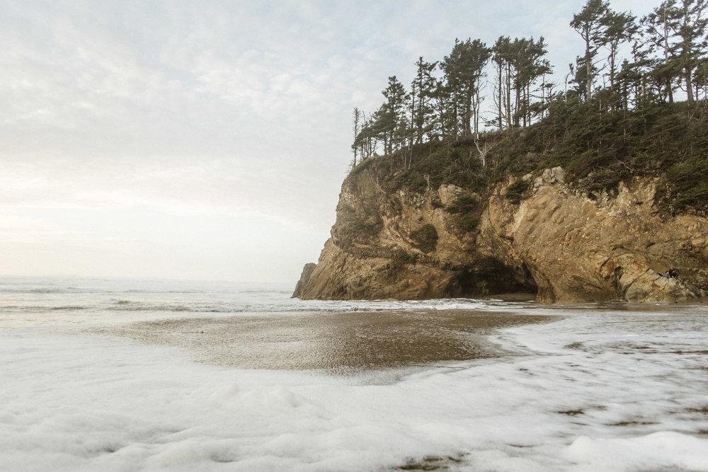 Hug-point-oregon-elopement-engagement-beach-photographer-2