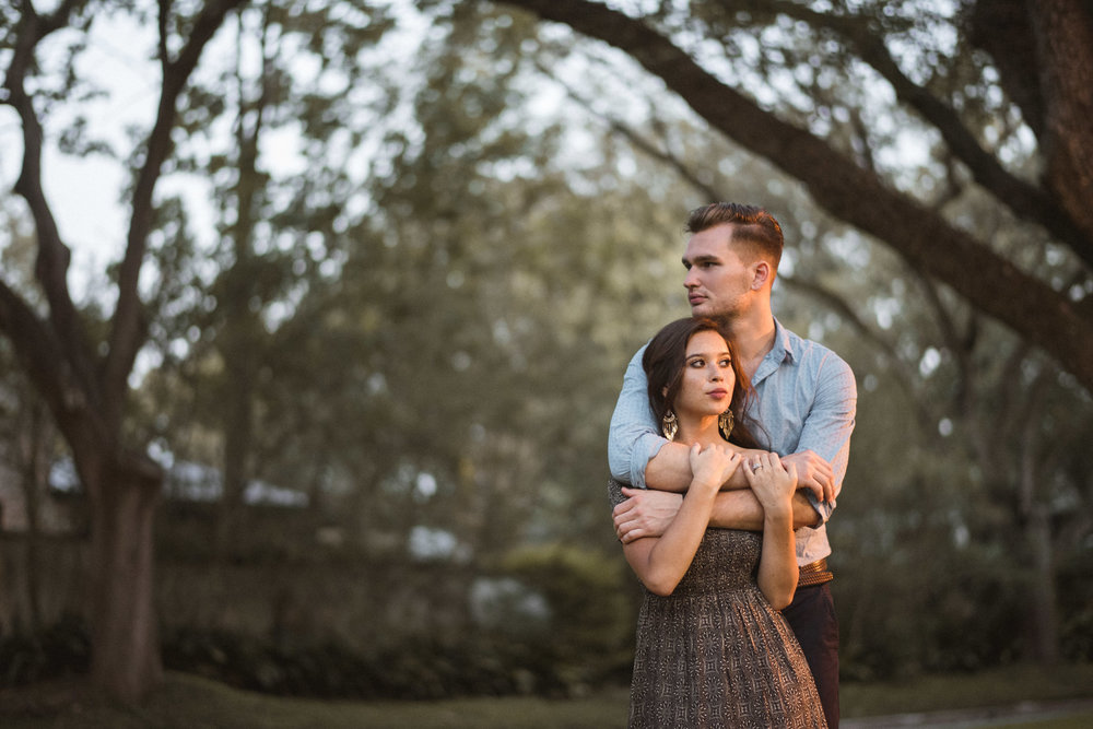 boulevard-oaks-houston-woods-outdoor-nature-styled-engagement-photography-trees-forest