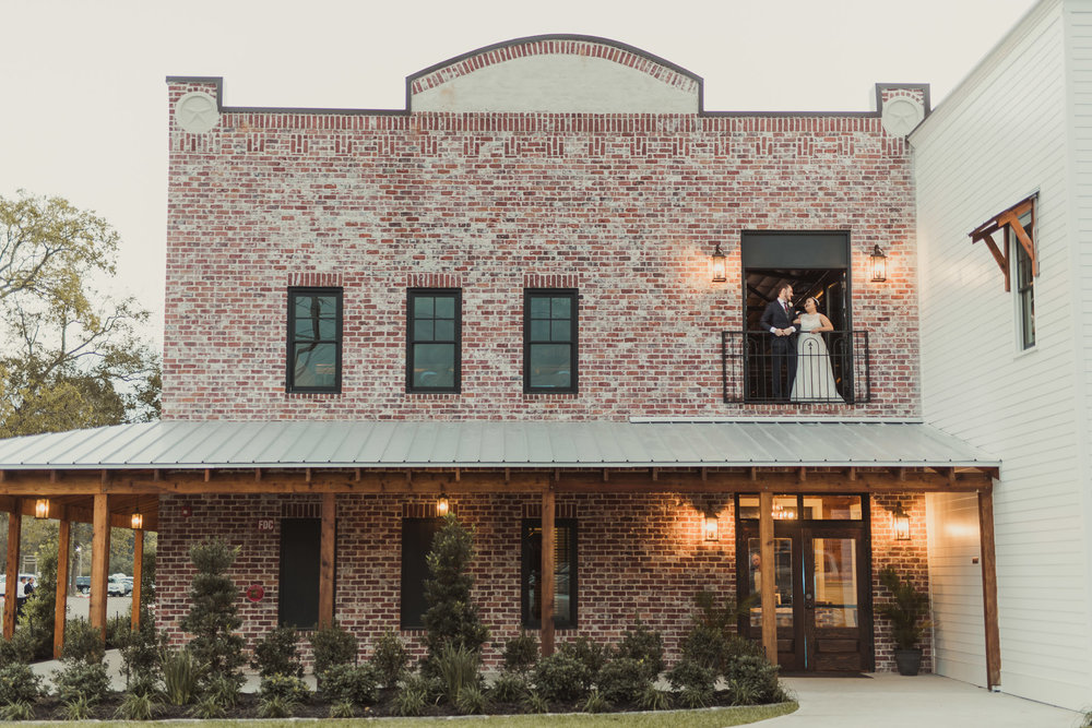 Hochziet-hall-old-town-spring-houston-texas-wedding-venue-photographer-classic-vintage