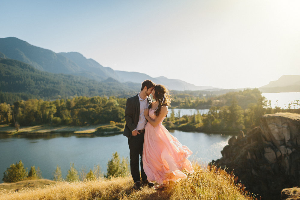 001-columbia-gorge-engagement-session.jpg