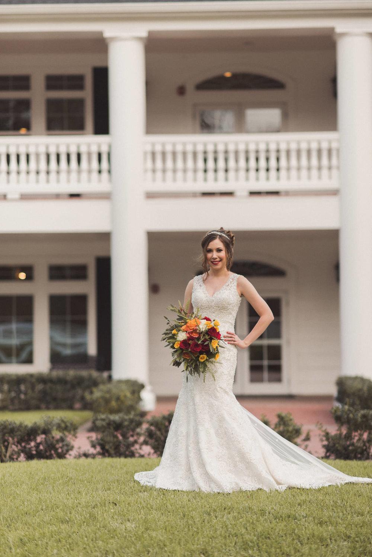 magnolia-manor-springs-event-venue-bridal-session-angleton-photographer