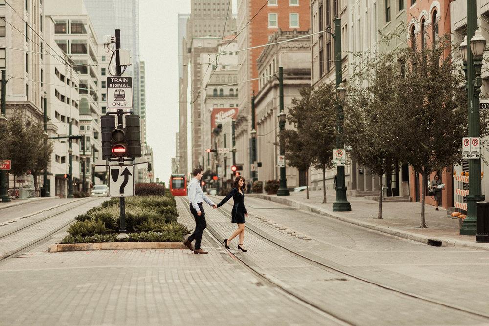 houston-main-street-lifestyle-colorful-holiday-engagement-photographer