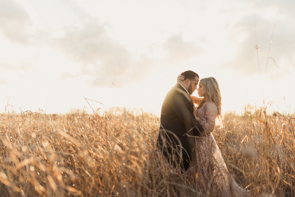 katy-country-urban-rustic-elegant-classy-houston-engagement-session-photographer-tall-grass