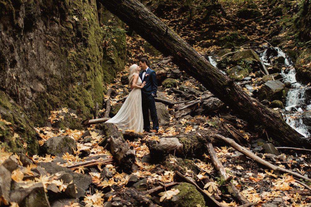 starvation-creek-falls-waterfall-oregon-adventure-engagement-photographer