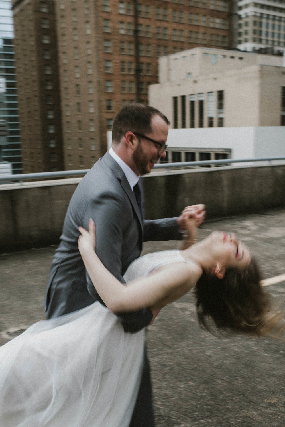 houston-rooftop-first-look-wedding-downtown-photographer