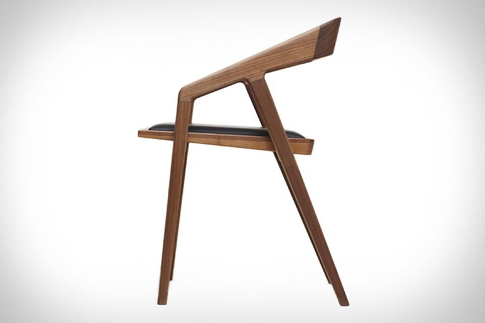 katakana-chair.jpg