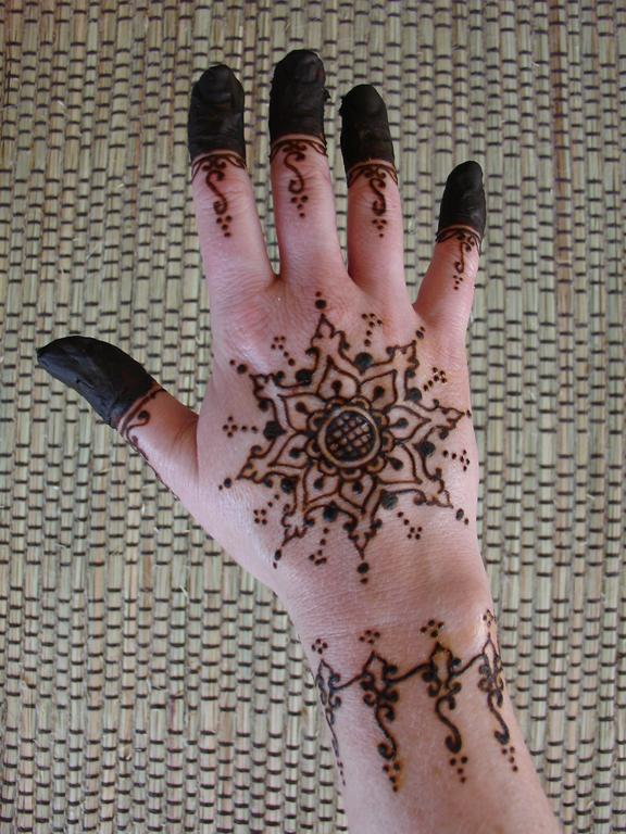henna hand design, henna den