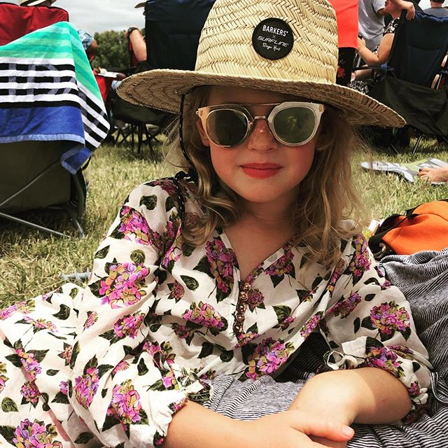 Keeping the scorching sun off with the Aruba kaftan at Whitianga summer concert. Download the pattern for free from my website now. #arubakaftan  #aruba #whitiangawaterways #whitiangasummerconcert #patternandcloth #freepattern #supportnz #supportnzbusiness #barkersclothing