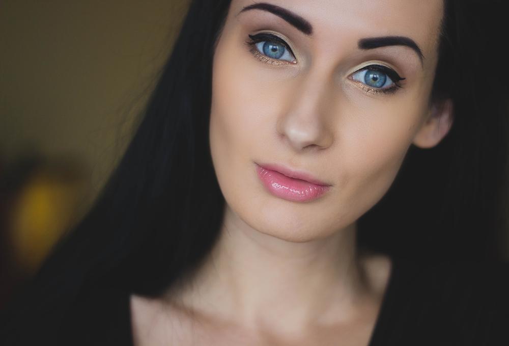 beautiful-close-up-female-63456.png