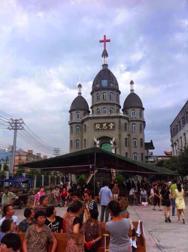 "Photo from  ChinaChange : ""Believers and SWAT clashed when the cross of this church in Wenzhou was removed on July 21, 2014. TIME Magazine has a video report  here """