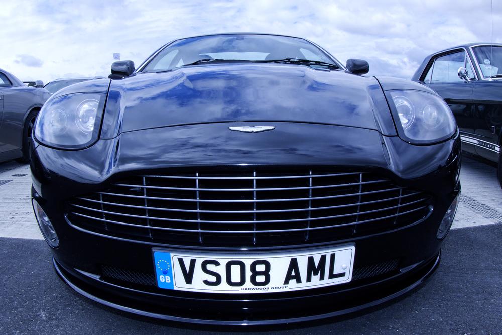 Aston Martin V8 Vantage1.jpg