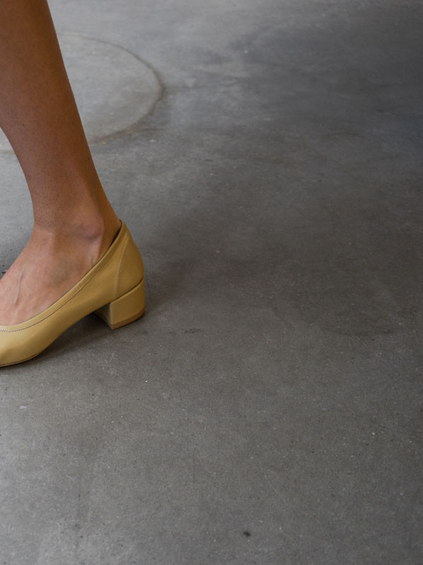 KM | Colour study 02, Mustard - Roberta heels, MNZ