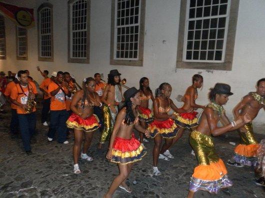 Street dancers. Spot the one who looks like a dude