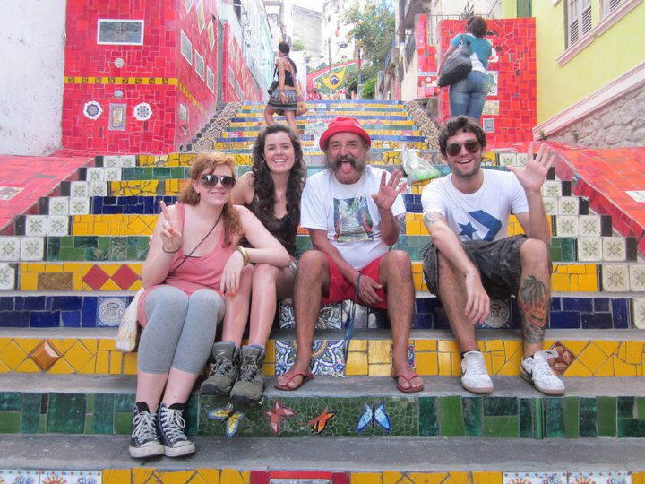 Sitting with the main man on the steps of Lapa. Clara did not get the memo