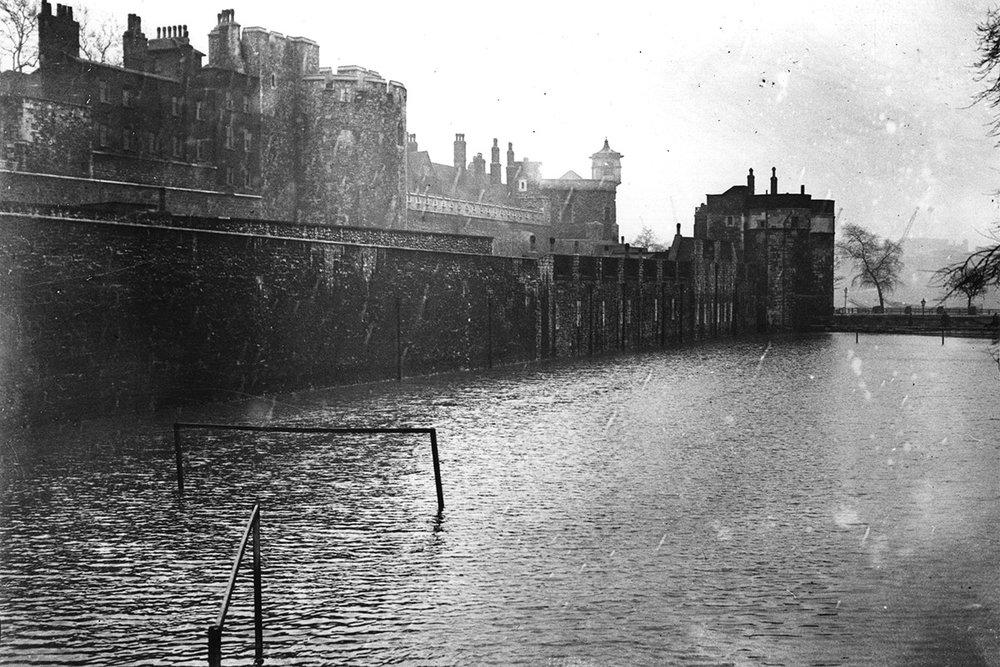 1928-moat.jpg