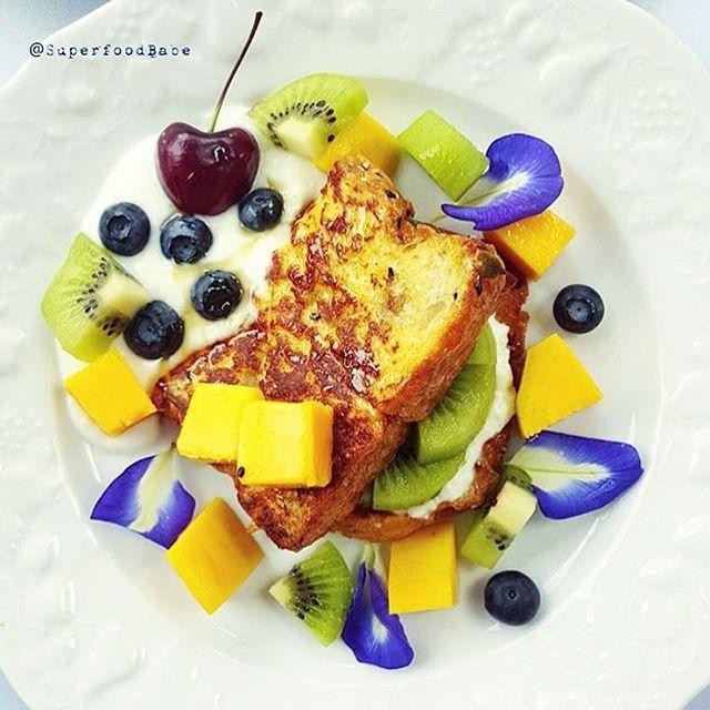 Superfood French toast สำหรับ brunch วันอาทิตย์ 🐮✨ . ใช้ผง Flax seed ผสมกับไข่ 1 ฟอง เพื่อชุบขนมปัง แล้วทานคู่กับ innocentcow กรีกโยเกิร์ต รสอะไรก็ได้ตามใจชอบ ✨ . แค่นี้ก็อิ่มอร่อย ได้ประโยชน์เต็มๆ และไม่อ้วนด้วยครับบ . ขอบคุณเมนูดีๆ มีประโยชน์จากคุณ @superfoodbabe มากๆ นะครับ 🙏🏼🐮🙏🏼🐮