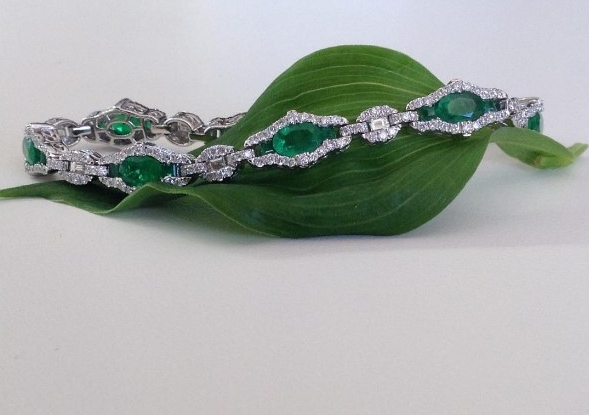 "Emerald 4.42ctw set with 2.15 ctw Diamond 18k white gold bracelet by Gregg Ruth.        DID YOU KNOW :   - Ireland is the Emerald Isle.   - Seattle in the US State of Washington, is the Emerald city.     - The colour green is known to relieve stress and eye strain.     EMERALD:  The first known emerald mines were in Egypt, dating from at least 330 BC into the 1700s. Gem experts differ on the degree of green that makes one stone an emerald and another stone a less-expensive green beryl. Some people in the trade tend to give the name ""emerald"" to any green beryl coloured by chromium. But to most gemologists, gemological laboratories, and coloured stone dealers, it is more correct to call a stone green beryl when its colour is ""too light"" for it to be classified as emerald. Even among that group, however, there's a difference of opinion about what's considered ""too light."" At Gordon's Gold we are are a part of The American Gem Society  and we only consider an exact degree of green to truly be an Emerald. We have breathtaking stones from Emeralds to Alexandrites, we have something for everyone.                           Visit: Gemological Institute of America Inc. for more information.       ""Gemological Institute Of America 