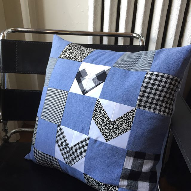 Handmade chambray chevron quilted pillow. It will be available at my @potterybarn_flatironnyc popupshop on 5/12 @potterybarn #popupshop #quilting #pillow #handmade #chevron #blackamdwhite #chambray #interiordesign #backtothecraft #contemporaryquilting #artistsoninstagram #textiledesign