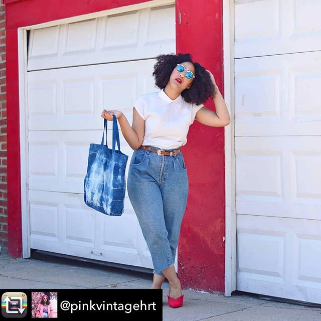 My shibori tote bag was featured by fashion blogger @pinkvintagehrt check out her blog for amazing vintage! 😍 . . . #shibori #totebag #indigotiedye #styleblogger #vintage