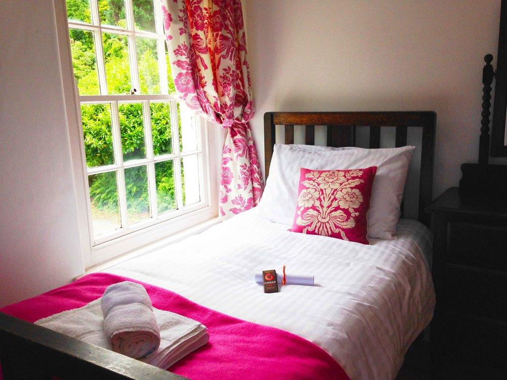 Glandwr-Saith-Bedroom.jpg