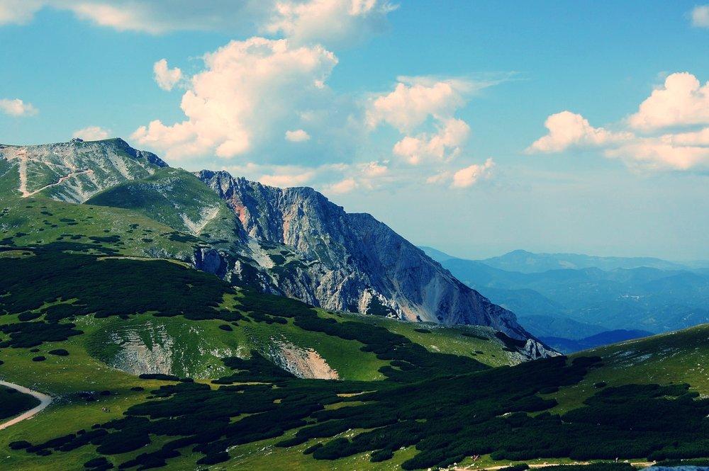 mountain-174366_1280.jpg