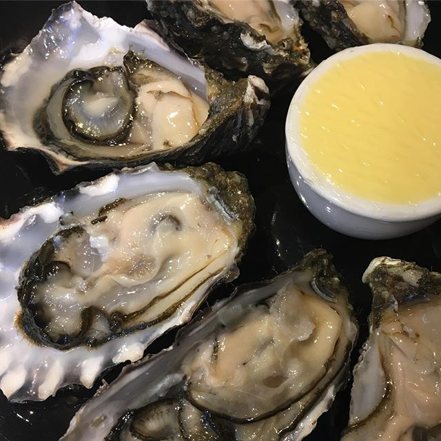 Irish Oysters... simple things for the summer nights :) My ex-local is now a cool wine bar suitable for natural geeks, quite a sign @pigletwinebar #cowslane #dublin #oysters #naturalwine #terroir #sealover