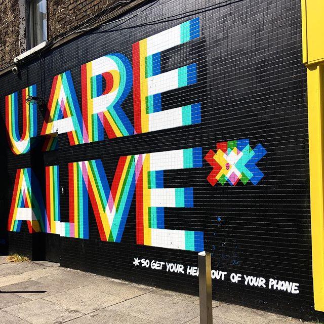 Now for ye, some instagram sense of irony... 🐥 #sunnyday #dublin #dontrainonmyparade #peaceout . . . . . . . #dublin🍀 #lovindublin #streetphotography #wallart #lovethesummer