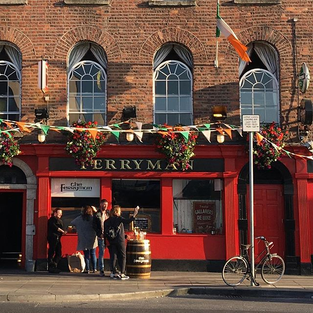 The Ferryman, one of my fave Irish pubs, from 1790 and as current and mixed nowadays, from a port basic to a classic hang out for dubliners and tech-adopted temporary dubliners from all over the place. Quite a melting pot through time.  It was -10C and fecking freezing the first time I came here, right after my first Arcade Fire gig ever. I went from sweating like a pig to literally hurting my bones with the cold breeze. Could not walk one more meter on the snow, had lost my boyfriend on the way home and was walking with one friend who figured out the only way to go was straight to the cozyness of a pint while we thought how to meet everyone else. By pint two we had a ride back home collecting people from other pubs on the way. We stayed for pint three.  Ireland for you.  I like to think that this friendliness, almost naive openness and warmest way to go through any complication has sticked with me.  Not bad for a last sight before I leave my-cute-home once again. #irishpride #irishpub #blessed #saturdaysession #lovindublin #untilthenexttime