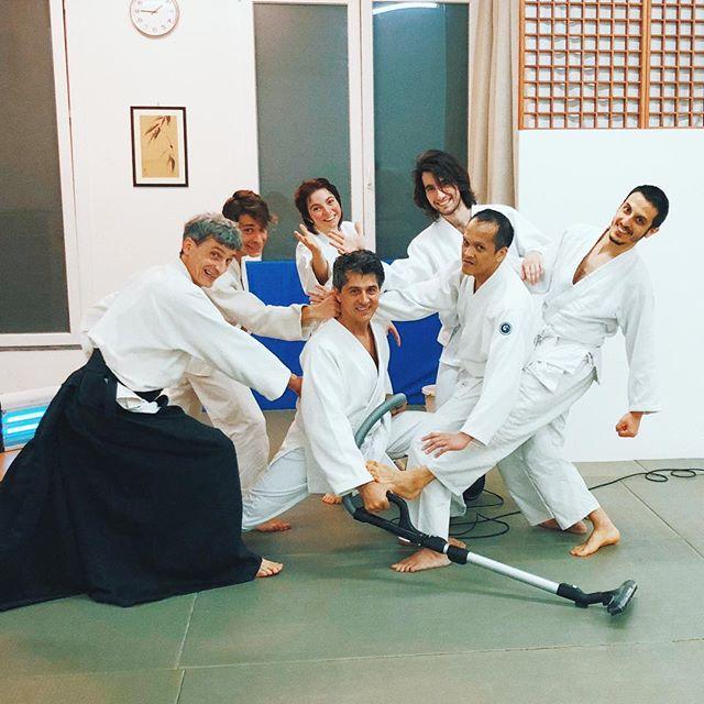 Quando il Maestro è in Giappone...la Squadra Genius delle pulizie entra in azione 😬🌊🙌🤓